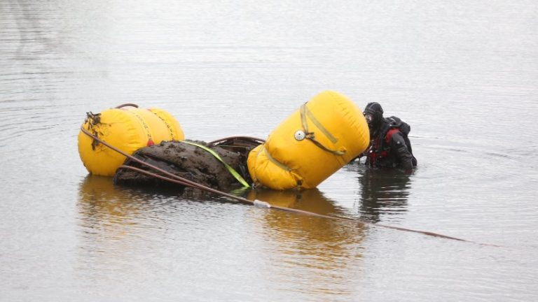 بلاگ بلاگ: غواصان از خدمات آتش نشانی غرق کشتی از GDR از دریا هستند