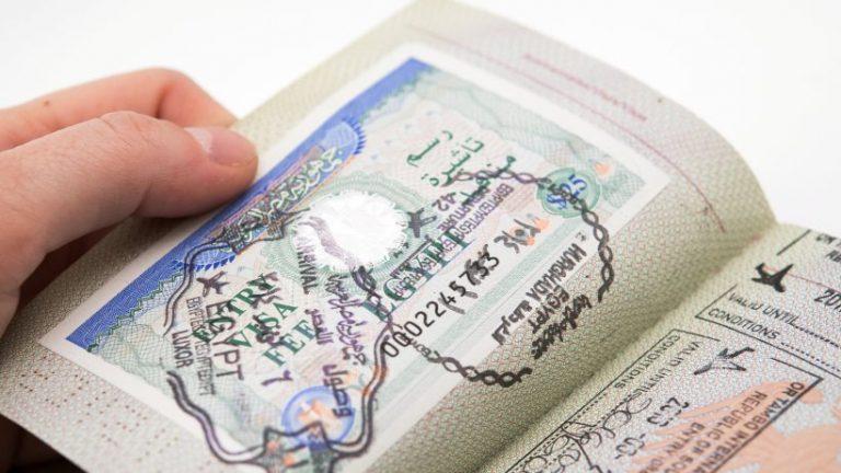 برنامه های تاج و ویزا: خارجی ها باید ماه ها صبر کنند
