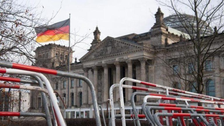 پلیس برلین نیروهای خود را در ساختمان رایشتاگ تقویت می کند