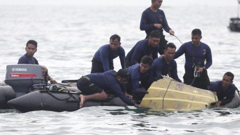 احتمالاً 62 نفر پس از سقوط هواپیما در اندونزی جان خود را از دست داده اند