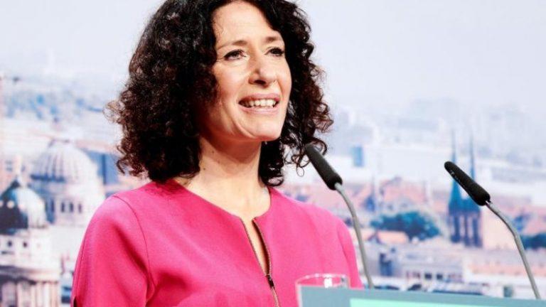 """بتینا جاراس: """"شما نمی توانید خود را از بحران نجات دهید"""""""