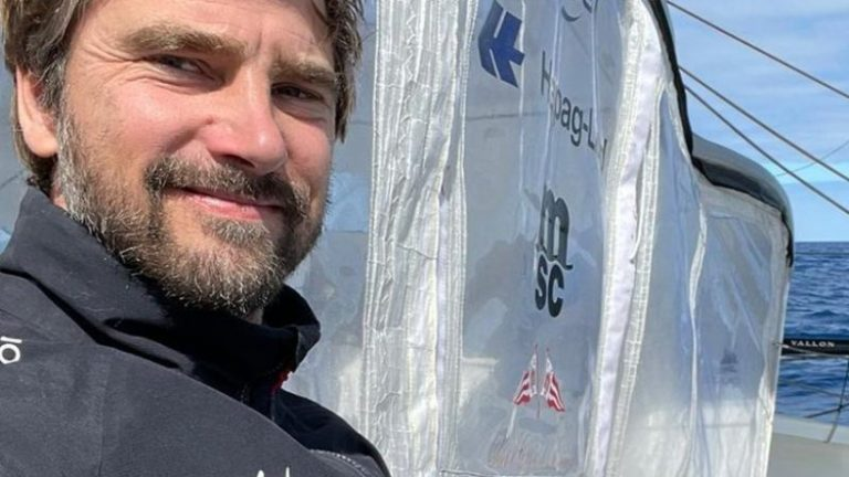 Vendée Globus: هرمان به دونده جلو حمله می کند