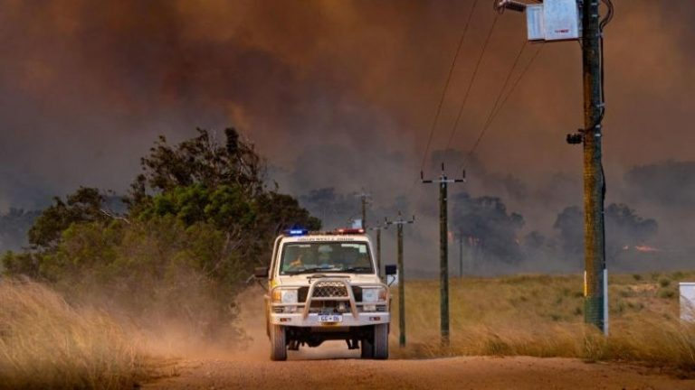 آتش سوزی های بوش در نزدیکی کلانشهر پرت در استرالیا در جریان است