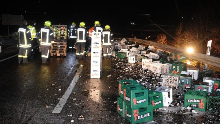 براندنبورگ: کامیون آبجو سقوط کرد – ساعت B101 مسدود شد