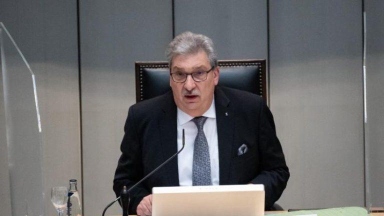 ویلند به اولین جلسه مجلس نمایندگان در سال 1991 ادای احترام کرد.
