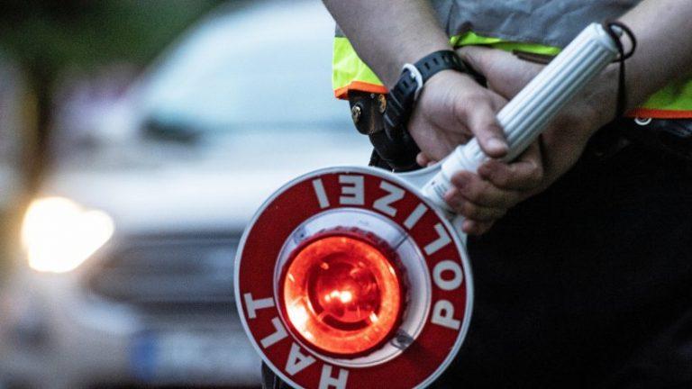 "Berlin Hellersdorf: پلیس بدون مجوز ""رانندگان مسابقه"" را می گیرد"