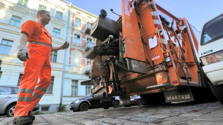 به دلیل دفتر خانه: پارکینگ طولانی مدت مانع جمع آوری زباله می شود